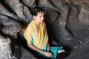 lyric-meditating-in-india
